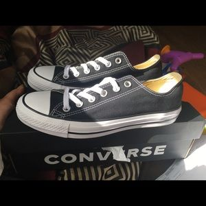 Black and white converse (men's 6) (women's 8)